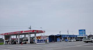 セルフ給油&洗車場など